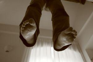 impiccato-piedi-nudi