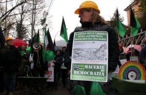 Aquila-1510-macerie+democrazia_e