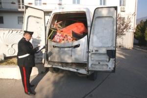 Carabiniere+furgone-renault-sequestrato