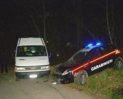 Carabinieri-furgone iveco