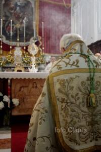 Caiazzo-Corpus-domini-vescovo