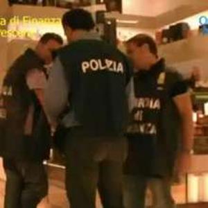 polizia di spalle
