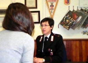 Carabinieri-15x10-donna+denuncia2
