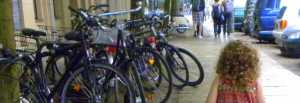 bambina-biciclette