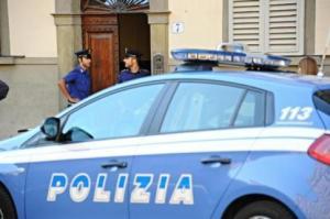 polizia-agenti-auto-commissariato1