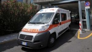 Ambulanza-esce-ospedale1