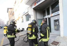 Pompieri-banca2