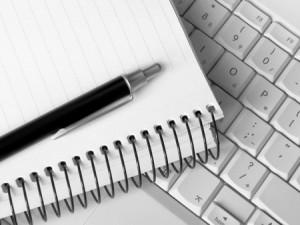 taccuino-tastiera-penna-giornalismo