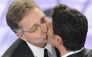 paolo-bonolis-luca-laurenti-bacio-5