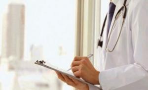 medico-scrive-ricetta-1
