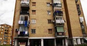 balcone-bimba-buttata-1