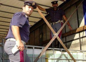 polizia-15x10-gasolio-camion-2