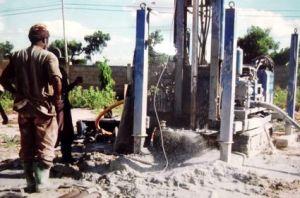 pozzo-scavo-15x10_operai-tanzania-2