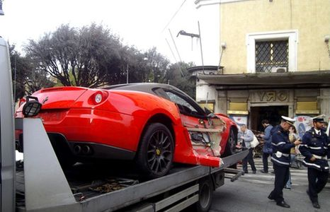 ferrari-incidente-cqrro-attrezzi-11_466x300
